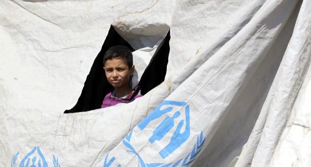 ضغوط متعددة: التداعيات المحتملة لتراجع الدعم الدولي للاجئين السوريين