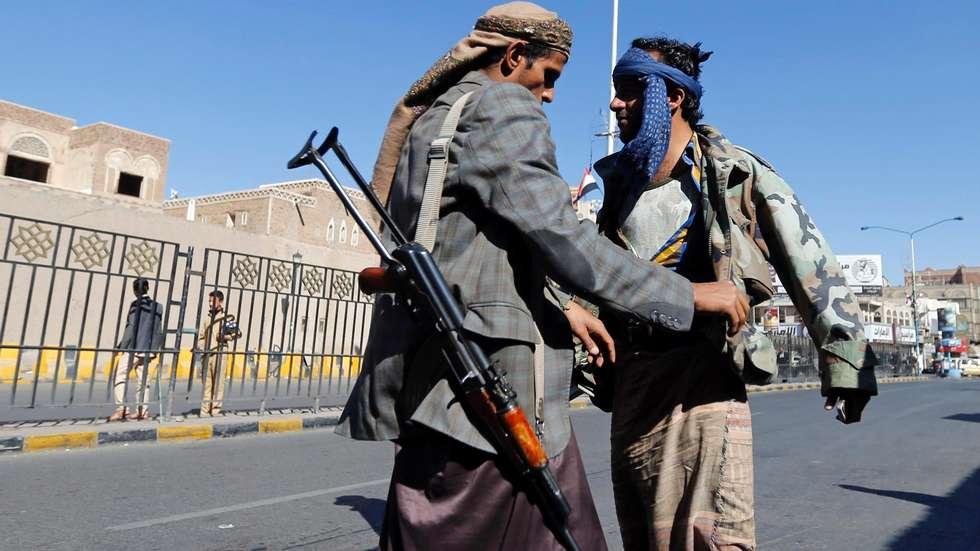 """وضع اليمن """"الشاذ"""".. جماعة مسلحة تختطف دولة و2015 يشهد نضالاً"""