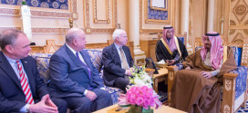 """الاوضاع في """"العراق وسوريا""""ابرز الملفات في زيارة ماكين للرياض"""