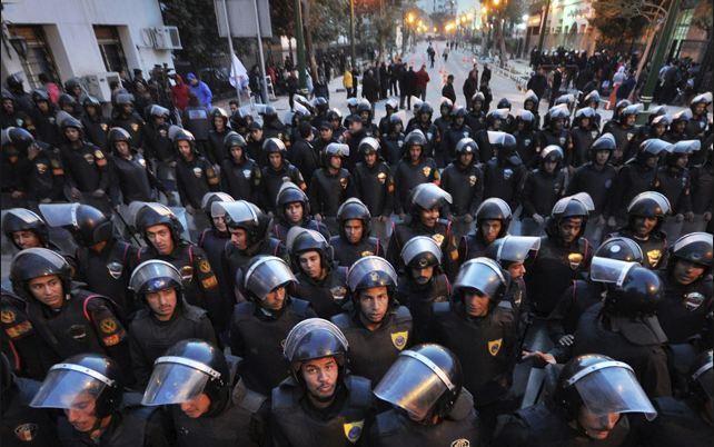 الفرصة الضائعة: السياسة وإصلاح الشرطة في مصر وتونس