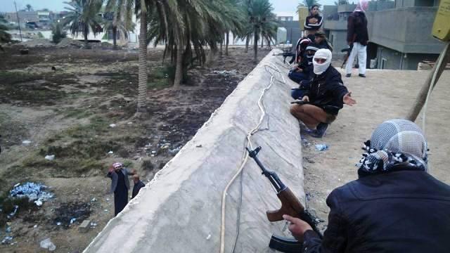 """سقوط الرمادي إعلان عن فشل استراتيجية الحملة الجوية للولايات المتحدة ضد مقاتلي """"داعش"""""""