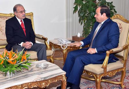 ترقب اقتصادي وسياسي وارتياح شعبي باستقالة الحكومة المصرية
