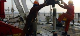 اسعار النفط تواصل هبوطها بسبب المنافسة وتباطؤ الاقتصاد الصيني