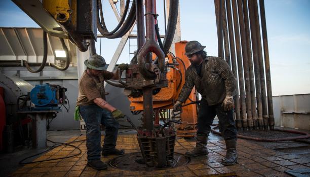 النفط في اسبوع (مفارقات في توقّع أسعار النفط لـ 2016)