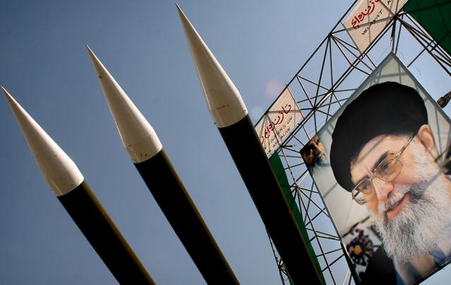 إيران تستعرض قوتها الصاروخية لتعزيز قدراتها الرادعة