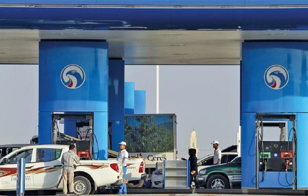 النفط قرب أقل سعر في 11 سنة بفعل تخمة المعروض وصعود الدولار