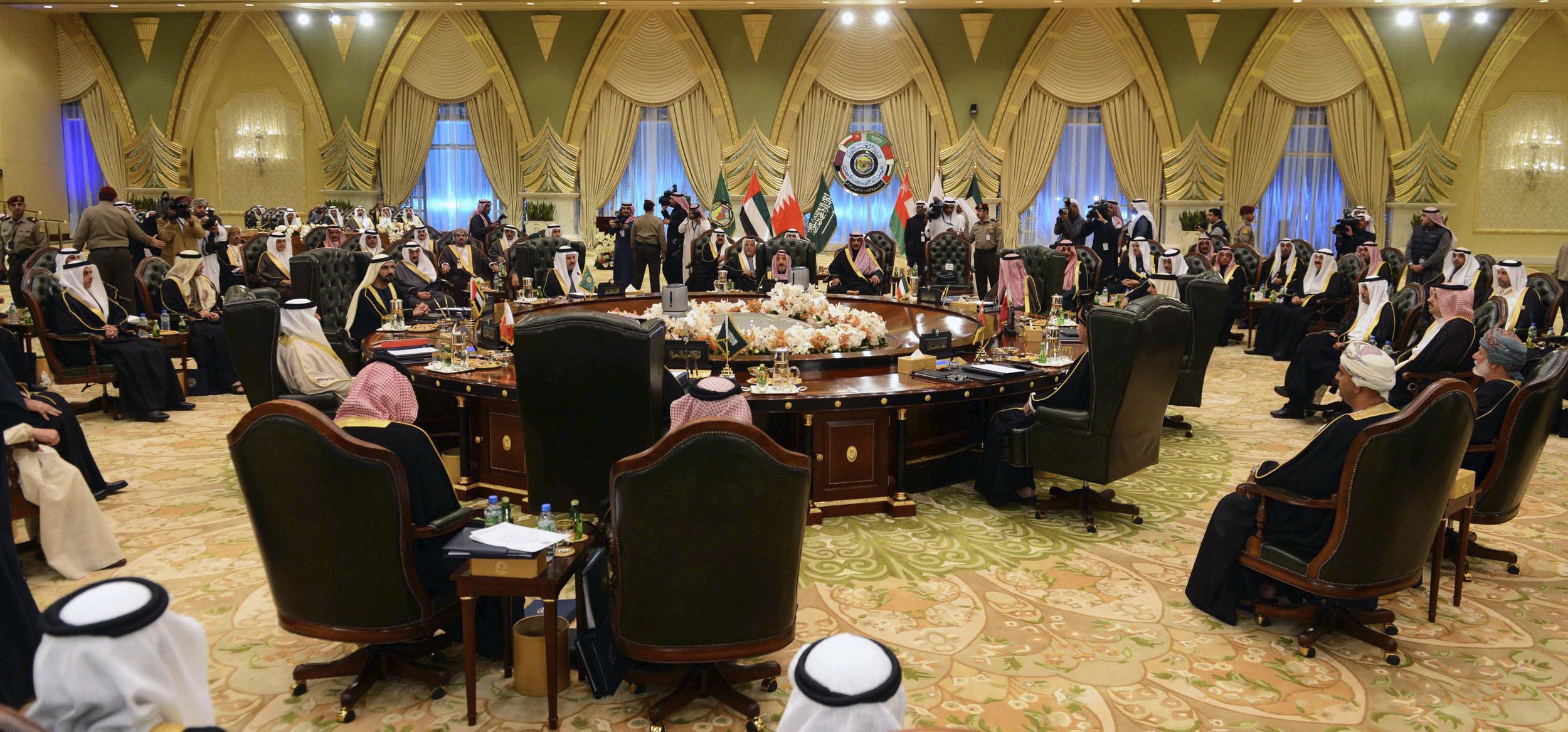 رؤية الخليج لأزمة اليمن بين قمة الرياض ومباحثات جنيف2