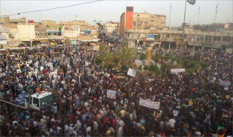 العبادي بين مطرقة المتظاهرين وسندان الساسة العراقيين