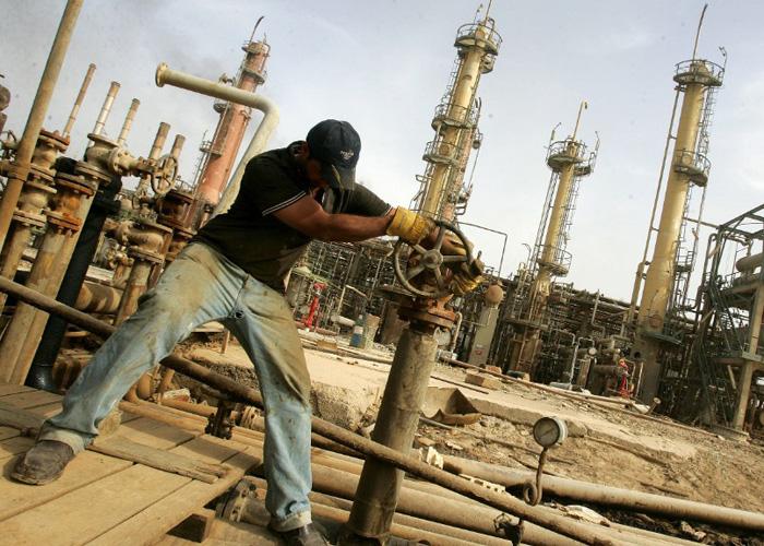 أسعار النفط تتحدى البيانات وتستقر فوق 40 دولارا للبرميل