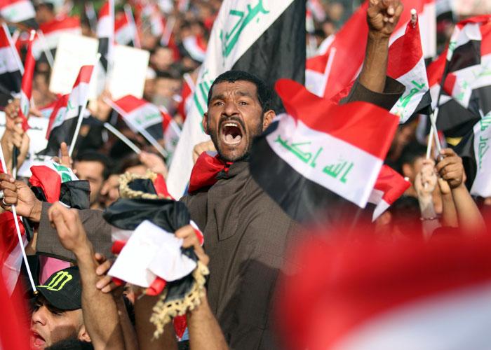 الابتسامات لا تخفي قلق السياسيين من ضجيج المعتصمين في بغداد