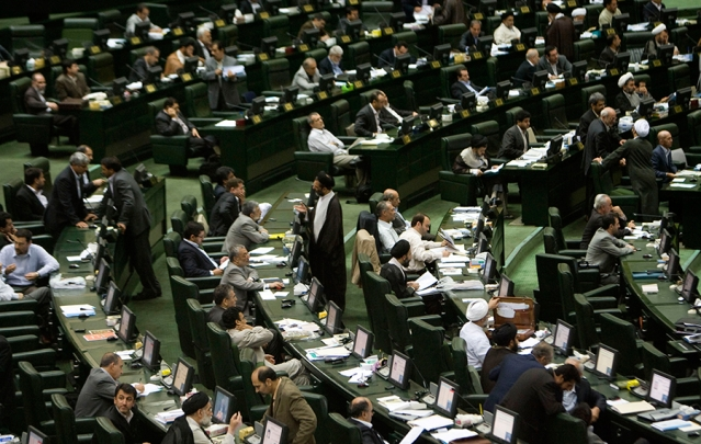 """الإصلاحيون يعتمدون نظرية """"أهون الشرور"""" في الانتخابات الإيرانية"""