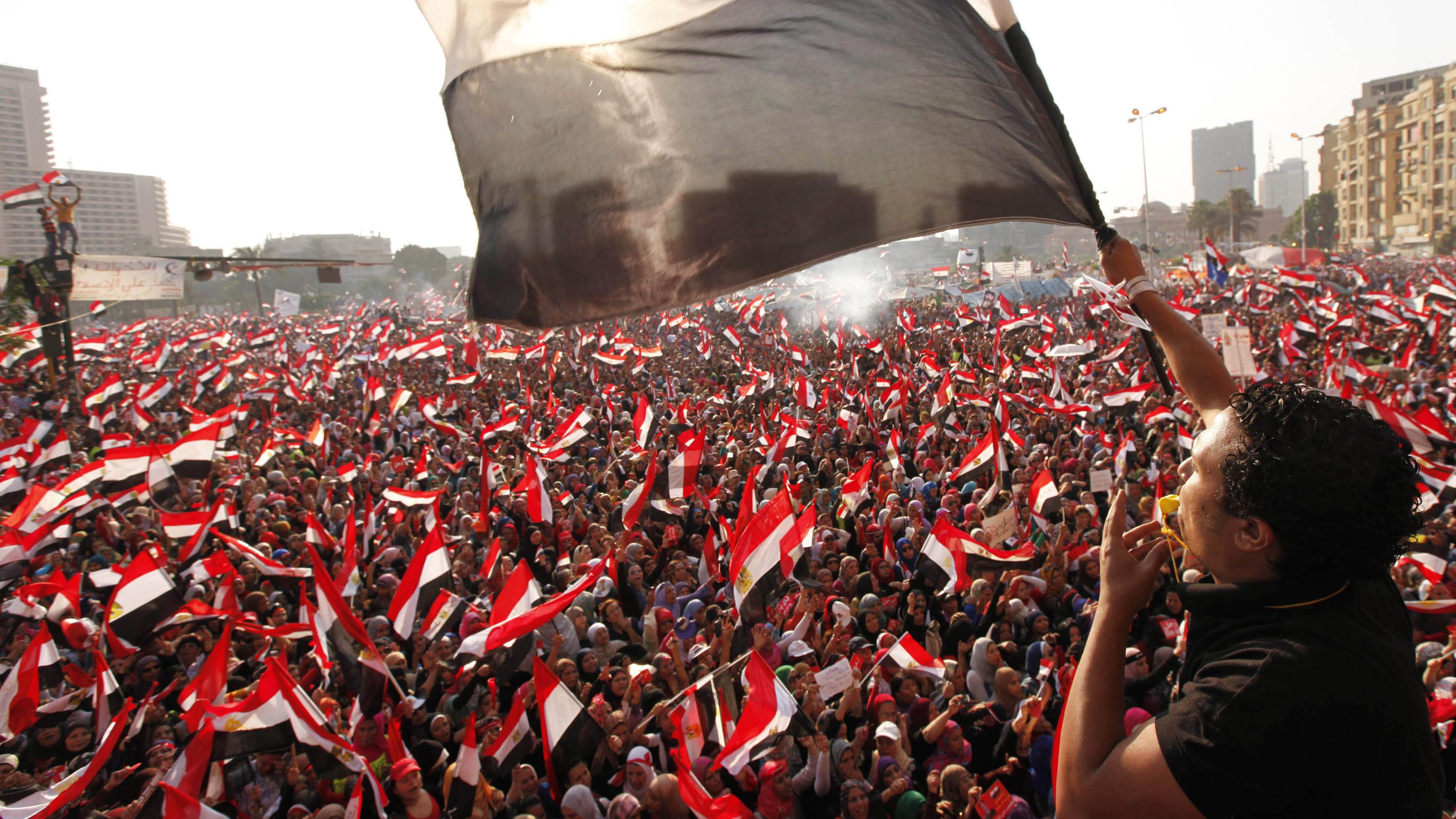 كيف يمكن تحقيق أهداف الثورات العربية؟