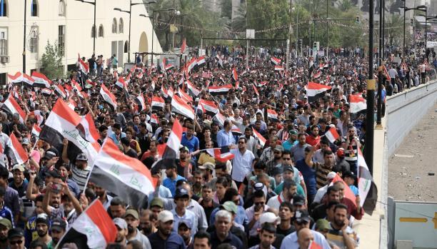 العراق: الفشل في الإصلاح يجعل مصير حكومة العبادي رهن التوازنات السياسية