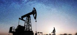 النفط يتراجع بسبب تخمة المعروض والاقتصاد