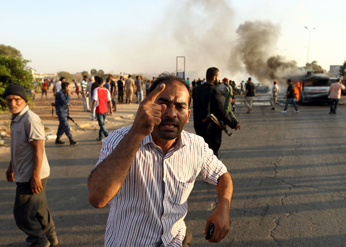 حرب النفط في ليبيا: من يحارب من