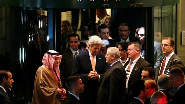 U.S. Secretary of State John Kerry (C) talks with Saudi Arabia's Foreign Minister Adel al-Jubeir (L) and Jordan's Foreign Minister Nasser Judeh after a round of Syria talks at the Beau-Rivage Palace in Lausanne, Switzerland, October 15, 2016. REUTERS/Denis Balibouse