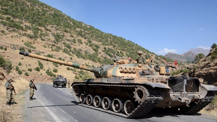 Turkish soldiers in a tank and an armored vehicle patrol on the road to the town of Beytussebab in the southeastern Sirnak province, Turkey, September 28, 2015. Five children were wounded on Monday when a bomb tore through a street in the Turkish city of Diyarbakir, hospital officials said, where deadly clashes in recent weeks have followed the collapse of ceasefire by Kurdish militants. A separate blast in the town of Tatvan wounded five soldiers when their vehicle passed over an explosive left in a ditch by the road, security sources said. The most intense fighting since the 1990s has engulfed Turkey's mainly Kurdish southeastern region since July when Ankara launched air strikes against the armed Kurdistan Workers Party (PKK) in Turkey and Iraq. More than 100 security personnel and hundreds of militants have been killed. REUTERS/Stringer - RTX1SVY3