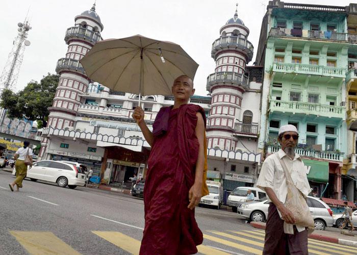 اضطهاد مسلمي الروهينغا في ميانمار.. 'حتى أنتم أيها البوذيون'