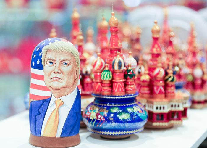 'أميركا العميقة' تسم دونالد ترامب بعلامة 'رئيس صنع في روسيا'