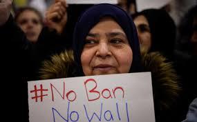 """كيف يلحق حظر السفر الذي فرضه ترامب الضرر بمحاربة """"داعش""""؟"""