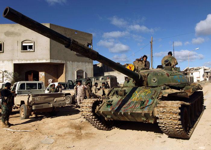 تراجع الجيش الليبي أمام الميليشيات في معركة الهلال النفطي