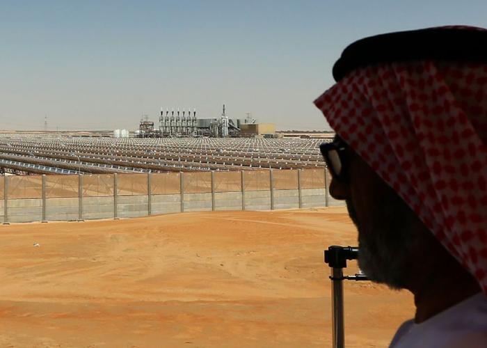 أبوظبي تبني أكبر محطة للطاقة الشمسية في العالم