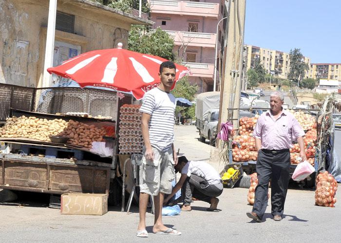 تراخيص الاستيراد تنعش شبكات الاحتكار والمضاربة في الجزائر