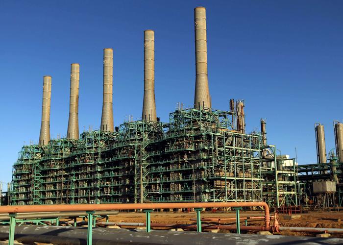 مؤسسة النفط الليبية تتوقع استعادة إدارة ميناءي رأس لانوف والسدرة