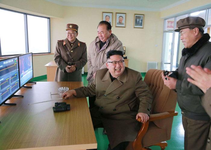 كوريا الشمالية تختبر جدية التهديدات الأميركية