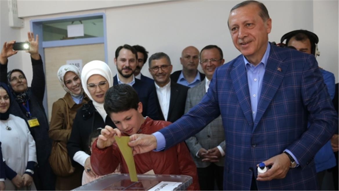 """دلالات التصويت بـ""""نعم"""" على التعديلات الدستورية بتركيا وتداعياته"""