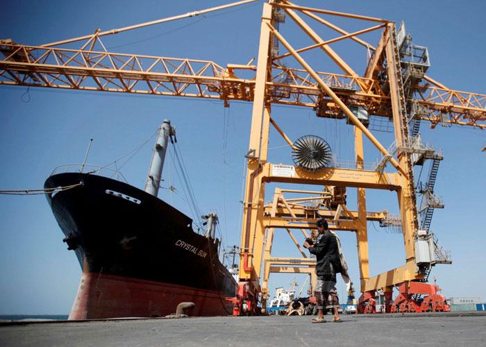 الحوثيون يبتزون التجار بضرائب مضافة ويدفعون اليمن إلى حافة المجاعة