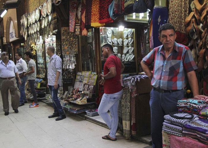 الهجمات الإرهابية وإعلان الطوارئ يزيدان أوجاع السياحة المصرية