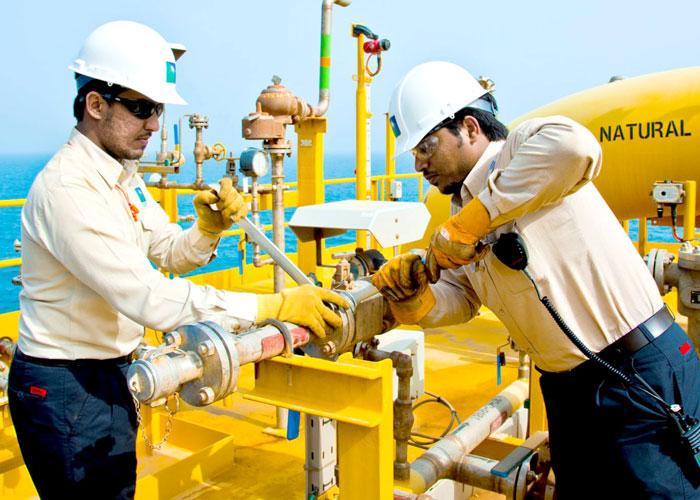 السعودية تستبق طرح أرامكو بتوسيع قاعدة استثمارات الطاقة