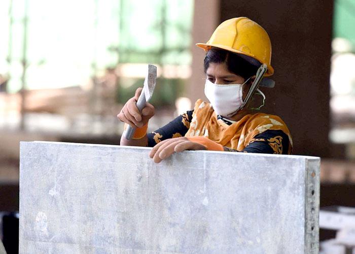 نقص اليد العاملة يدفع سريلانكا لتقييد السفر إلى دول الخليج