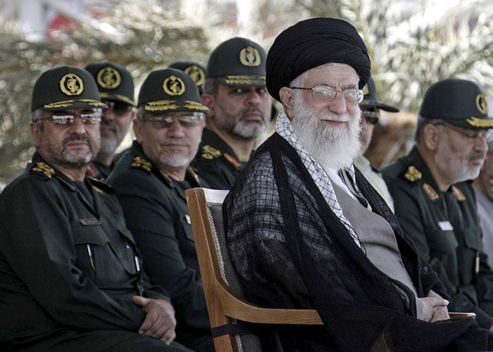 استعراض قوة إيراني ضد قوى سنية استرضاء للمتشددين قبل الانتخابات