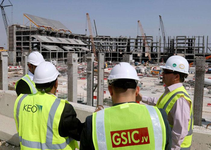شركات المقاولات الخليجية تكافح للتأقلم مع خفض الإنفاق