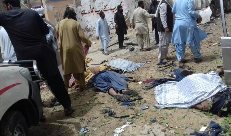 عشرات القتلى والجرحى بتفجير في باكستان