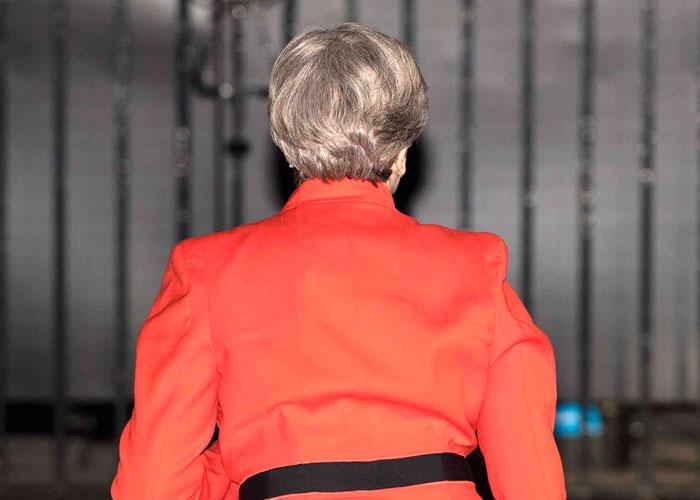 تيريزا ماي تدفع ثمن محاولة اختطاف بريطانيا نحو العزلة