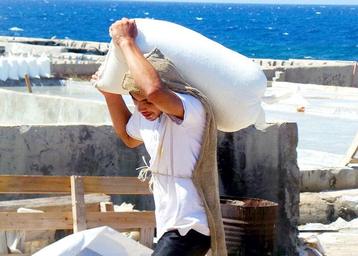السياحة والتلوث يهددان مناجم الملح العريقة في لبنان