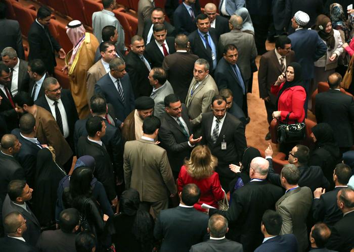 صدام طائفي في البرلمان العراقي لإرباك حكومة العبادي
