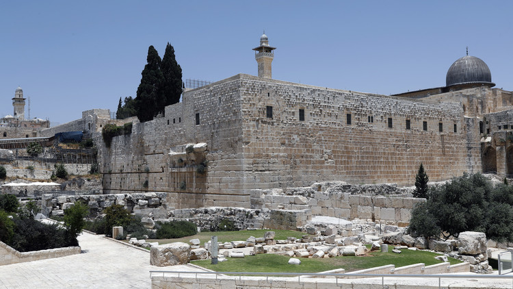 إسرائيل تقرر فتح المسجد الأقصى تدريجيا ظهر الأحد وتفرض إجرءات أمنية جديدة على مداخله