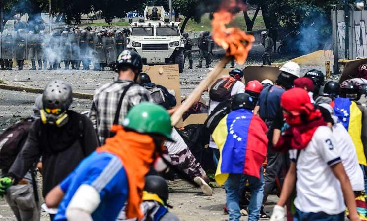 المعارضة في فنزويلا تبدأ إضرابا لمدة يومين للضغط على الرئيس