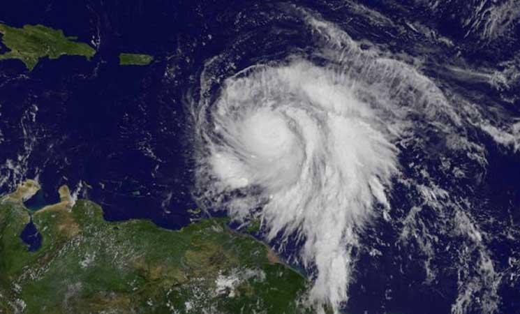 ماريا يتحول إلى إعصار من الفئة الخامسة ويطيح بسقف منزل رئيس وزراء دومينيكا