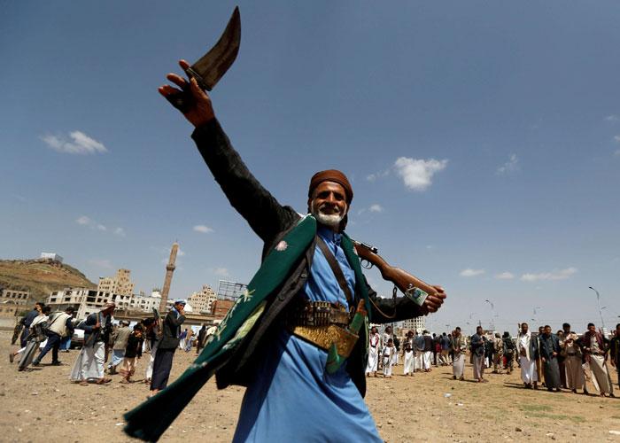 الحكومة الشرعية تحذر من مغبة هيمنة الحوثيين على القضاء
