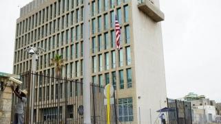 أميركا تخفض بعثتها الدبلوماسية بكوبا وهافانا تنتقد