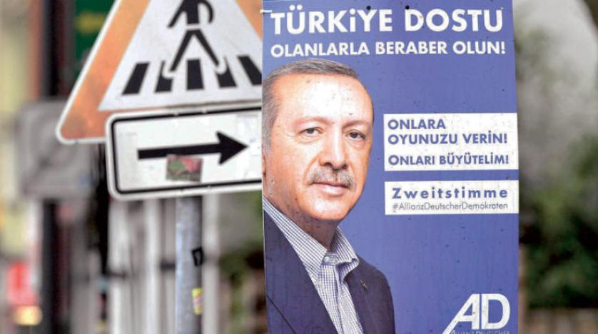 ميركل لطرح وقف المفاوضات مع تركيا