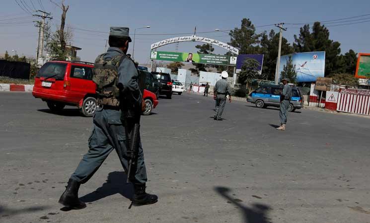 طالبان تعلن أن إطلاق الصواريخ على مطار كابول كان يستهدف طائرة وزير الدفاع الأمريكي