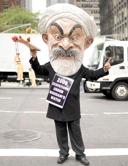 العقوبات على إيران: ما يعيقه الاتفاق النووي يحققه ملف حقوق الإنسان