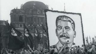 الصحافة الفرنسية الأكثر اهتماماً بالثورة البولشفية والروس يعتبرون ستالين جثة يصعب دفنها