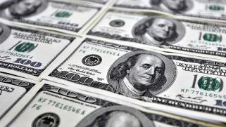 الدولار يتراجع وسط مخاوف بشأن الإصلاح الضريبي في أميركا
